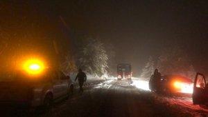 Manisa'da karda mahsur kalan 7 kişi kurtarıldı