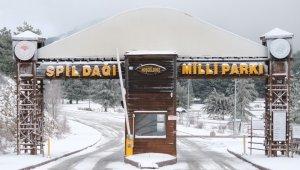 Manisa'nın Spil Dağı karla kaplandı