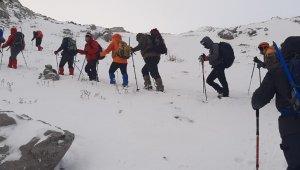Manisalı dağcılar 2998 metrede
