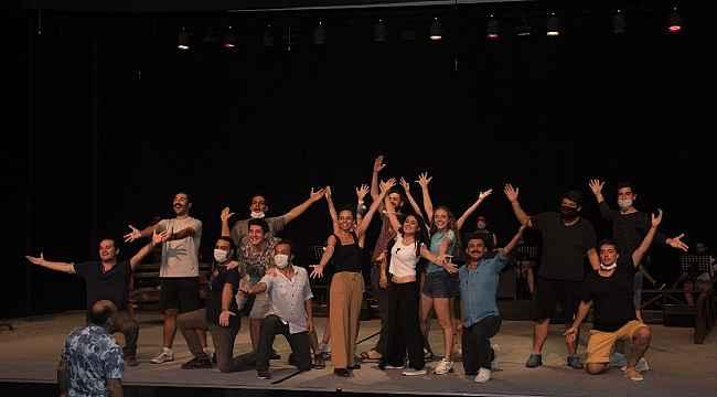 Mersin Büyükşehir Belediyesi Şehir Tiyatrosu 3 ödül birden aldı