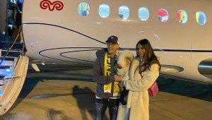 Mesut Özil, Fenerbahçe için yola çıktı
