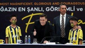 Mesut Özil, Fenerbahçe'ye resmi imzayı attı!