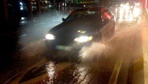 Meteoroloji uyarmıştı, yağmur şiddetini artırarak devam ediyor