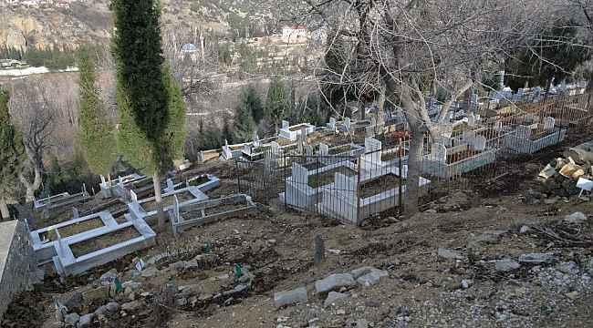 Mezarlıklarda bakım ve temizlik çalışması yapıldı