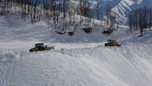 """Muş'ta """"kar kaplanları"""" tüm köy yollarını ulaşıma açtı"""