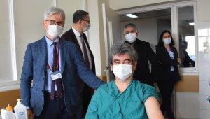 OMÜ Tıp'ta sağlık çalışanları için aşılama başladı