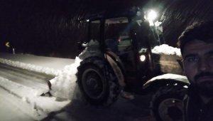 Örnek muhtar hizmeti beklemedi, kardan kapanan köy yollarını kendi açtı - Bursa Haberleri