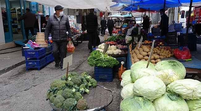 Pandemiden etkilenen pazarcılar zor günler geçiriyor