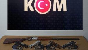 Polis baskınlarında 5 ruhsatsız silah ele geçirildi