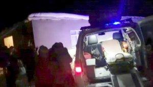 Siirt'te kar yolları kapattı, hamile kadın için ekipler seferber oldu