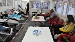 Silopi'de kısıtlamadan muaf tutulan bağışçılar, kan bağışında bulundu