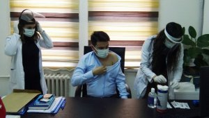 Silvan'da sağlık çalışanlarının aşılanmasına başlandı