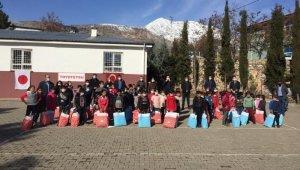 Sincik'te 150 öğrenciye çeşitli hediyeler verildi