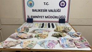 Sındırgı'da kumar oynayan 21 kişiye 100 bin lira para cezası