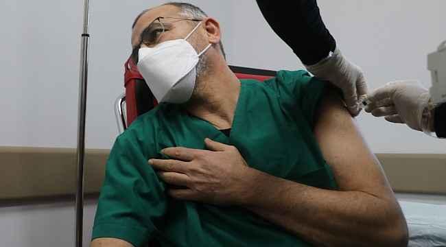 Sivas'ta sağlık çalışanlarına aşılama çalışması başladı