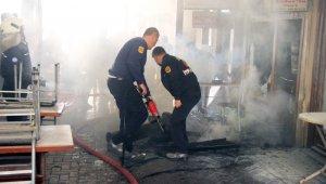 Tarihi Arastadaki köfteci işyerinde yangın