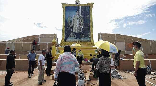 """Tayland'da """"Kral'a ihanetten"""" ilk tutuklama"""