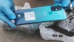 TEM'de durdurulan otobüsteki özel bölmeden 102 tane kaçak cep telefonu çıktı