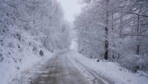 Terme'de kar mesaisi sürüyor