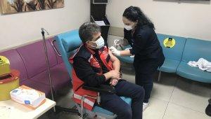 Trabzon'da ilk Korona virüs aşısını İl Sağlık Müdürü Dr. Hakan Usta oldu