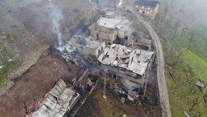 Trabzon'un Araklı ilçesi Taşgeçit mahallesindeki yangının hasarı gün ağarınca ortaya çıktı