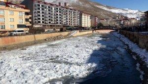 Türkiye'nin en hızlı akan nehri olan Çoruh buz tuttu