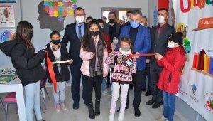 Uludere'de karne gününde tam donanımlı matematik sınıfının açılışı yapıldı