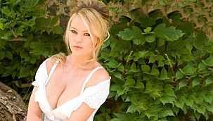 Ünlü model Anna Falchi tamamen soyunmak için şampiyonluğu bekliyor