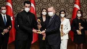 Ünlü oyuncular, RTGD 2019 Yılı Medya Oscarları Töreni'nde ödüllerin sahibi oldu