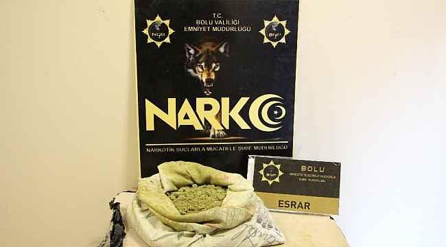 Uyuşturucu kuryesi karı koca 2 kilo 182 gram esrarla yakalandı: 1 tutuklu
