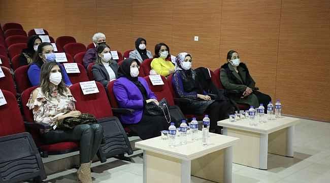 """Vali Erkaya Yırık'ın eşi Ayşe Yırık:"""" Uyuşturucuyla mücadele de en büyük görev anneye düşüyor"""""""