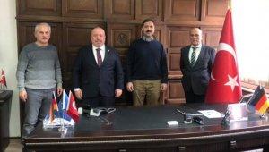 Yurt dışındaki Türk kökenli iş insanlarına moral desteği
