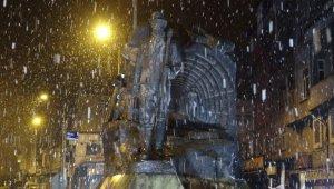 Zonguldak'ta kar yağışı etkisini sürdürüyor