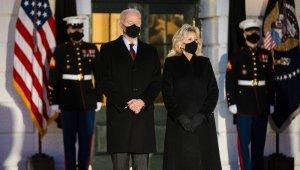 ABD'de salgında hayatını kaybeden 500 binden fazla kişi için saygı duruşu
