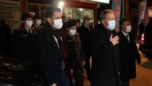 Bakan Akar'dan şehit Harun Turhan'ın ailesine taziye ziyareti