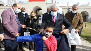Battalgazi'de 650 çocuğa kışlık kıyafet ve kırtasiye yardımı