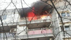 Bergama'da 4. katta çıkan yangın korkuttu