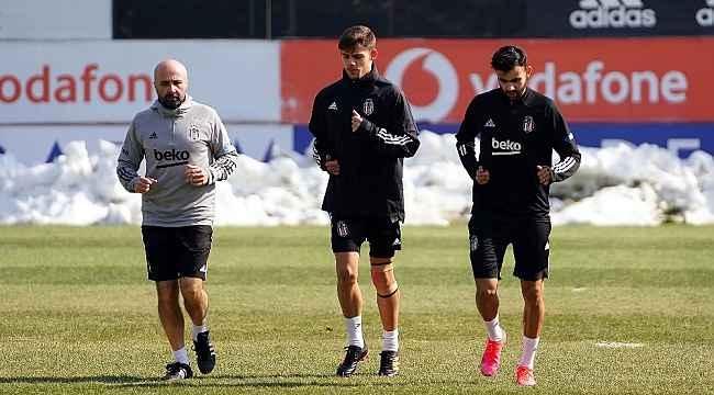 Beşiktaş'ta Ghezzal ve Montero sahaya indi