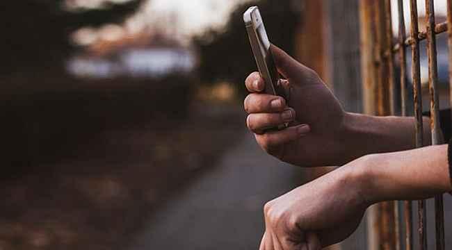 Cezaevine gizlice soktuğu telefonla bir çöpçatanlık sitesi üzerinden yaşlı kadınları binlerce lira dolandırdı