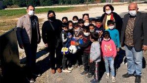 Çocuk ve gençlere top dağıtıldı