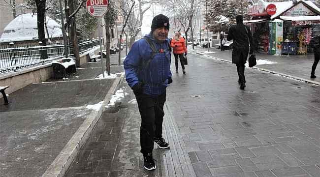 Dükkanı kapatıp 17 kilometre koşarak evine gidiyor - Bursa Haberleri