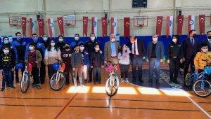 Esenyurt Güvenli Şehir' projesi kapsamında çocuklara bisikletle güvenli sürüş eğitimi verildi