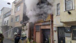 Fatih'te boş binadaki yangın korkuttu
