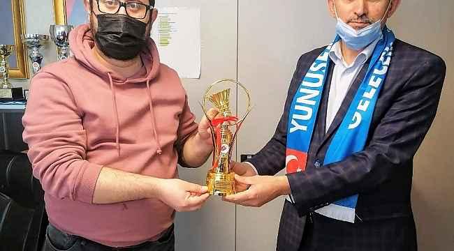 Federasyon Başkanı Özmekik'ten Yunusemre Belediyespor'a ziyaret