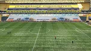 Fenerbahçe'de büyük ihmal... Yoğun kar yağışı sırasında çimlerin üzeri örtülmemiş