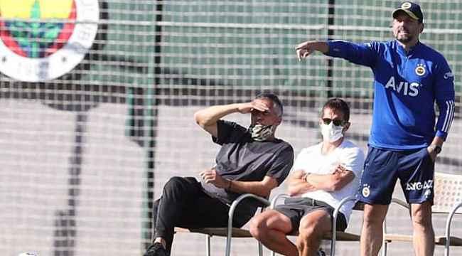 Fenerbahçe'de Teknik Direktör Erol Bulut ile Sportif Direktör Emre Belözoğlu arasında fikir ayrılıkları yaşanıyor