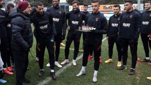 Galatasaray'da Younes Belhanda'nın doğum günü kutlandı