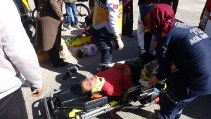 Hafif ticari araç bisiklete çarptı: 2 yaralı