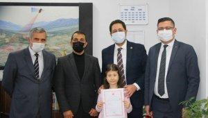 Kazada ölen polisin kızına ev hediye edildi