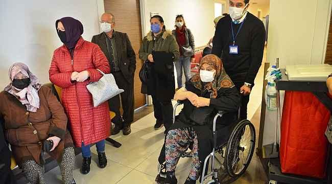 Kıymet teyzeyi aşı randevusuna belediye ekipleri yetiştirdi - Bursa Haberleri